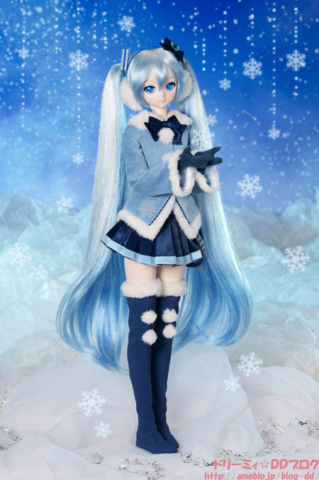 VOLKS Announced Snow Miku 2012 Outfit For Dollfie Dream
