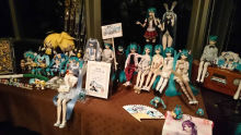 DD Mikus covering the afterparty tables